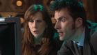 donna-and-tennant-checking-the-scanner-stolen-earth-doctor-who-back-when