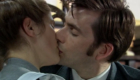 tennant-kissing-joan-aka-daisy-from-spaced-doctor-who-back-when-human-nature